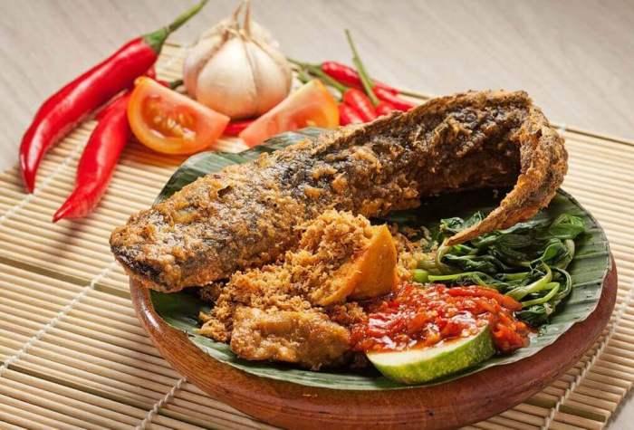 Daftar Makanan Khas Jawa Timur Pecel Lele