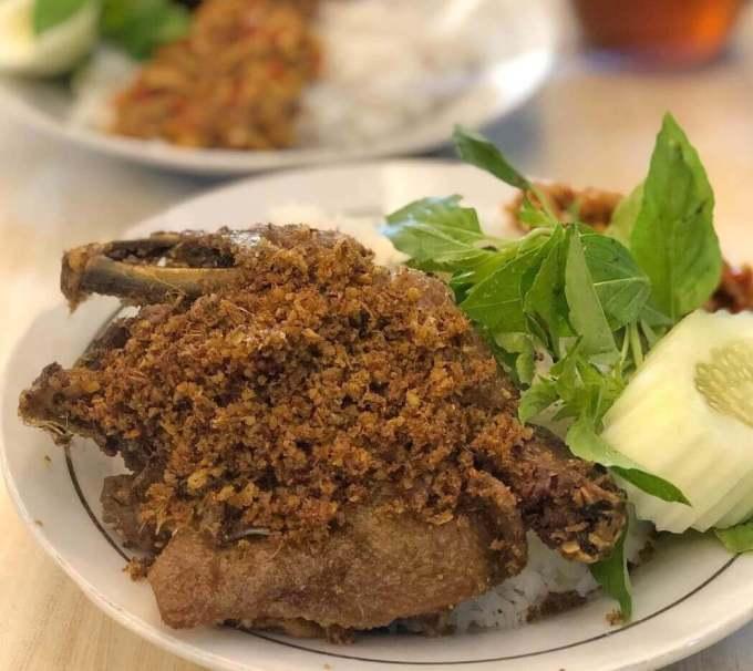 Makanan Khas Surabaya yang Enak Bebek Goreng Sinjay