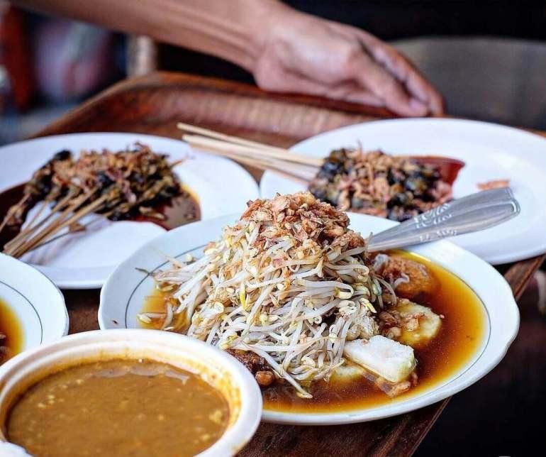 Makanan Khas Surabaya Tempo Dulu Lontong Balap Garuda Pak Gendut