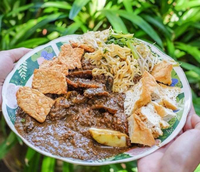 Makanan Khas Surabaya yang Enak Rujak Cingur Ahmad Jais