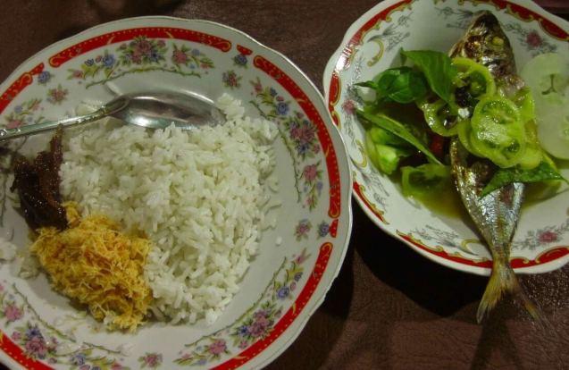Makanan Khas Ambon Nasi Kelapa