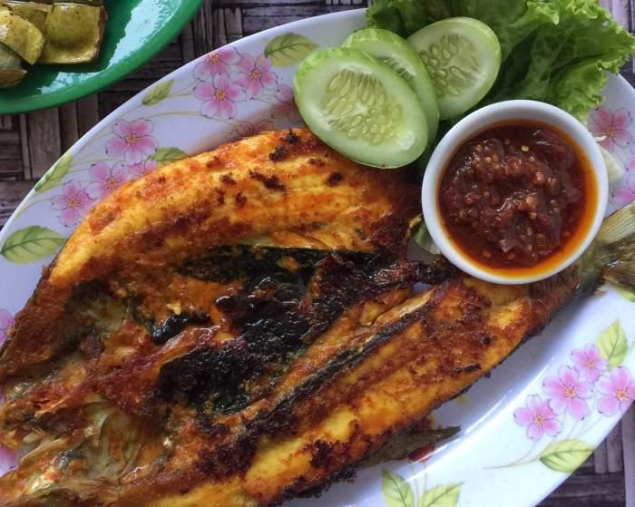 Makanan Khas Makassar Ikan Bakar Bandeng