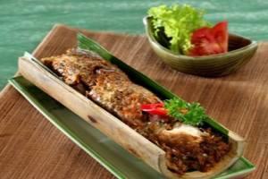 Makanan Khas Manado Ayam Isi Buluh