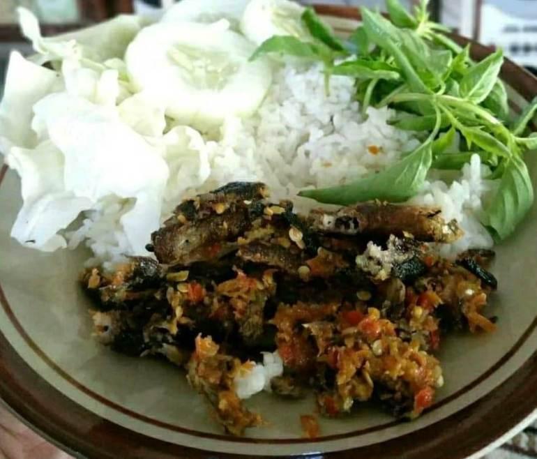 Makanan Khas Banten Nasi Belut