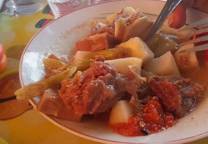 Makanan Khas Bengkulu Lontong Tunjang