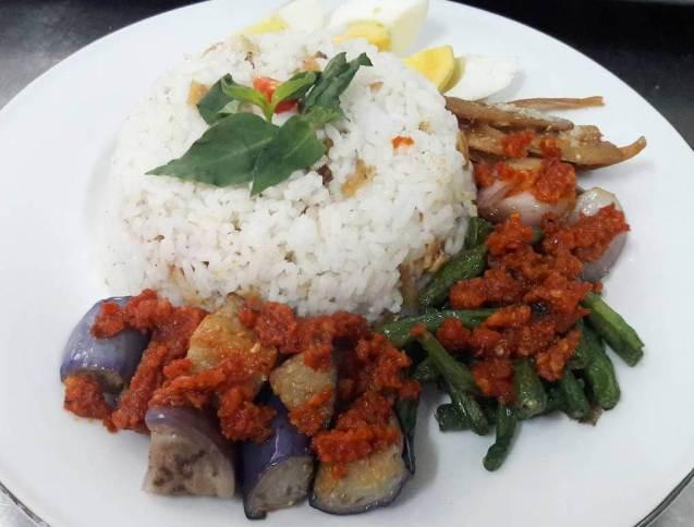 Makanan Khas Kalimantan Timur Nasi Bekepor