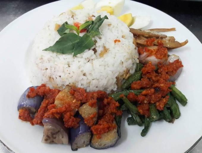 Makanan Khas Kalimantan Nasi Bekepor