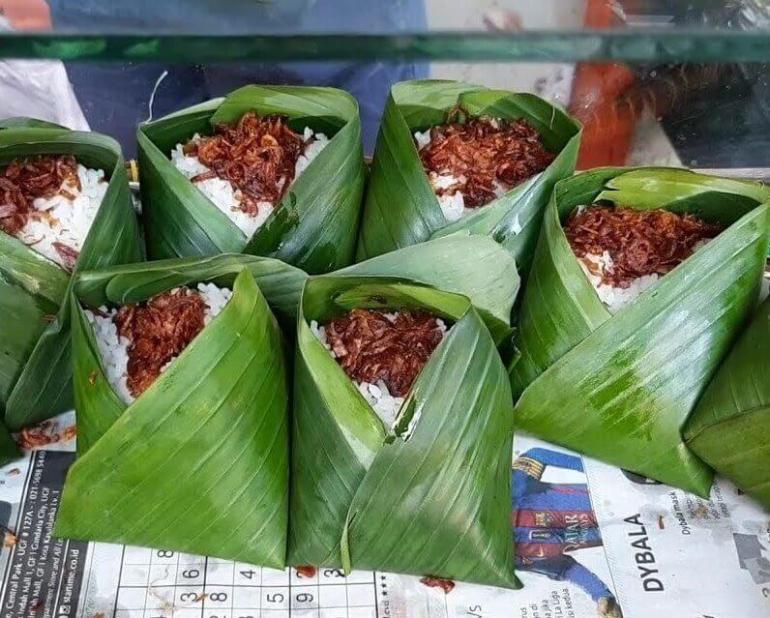 Makanan Khas Malaysia Nasi Daun Pisang