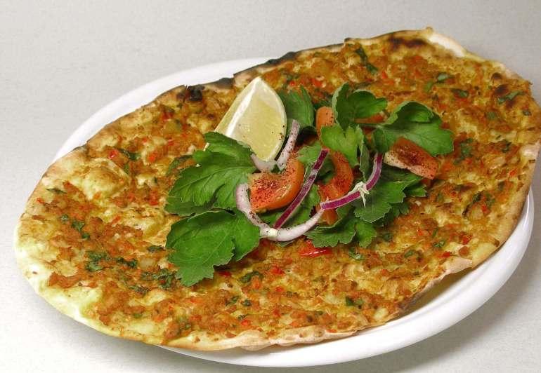 Makanan Khas Turki yang halal Lahmacun