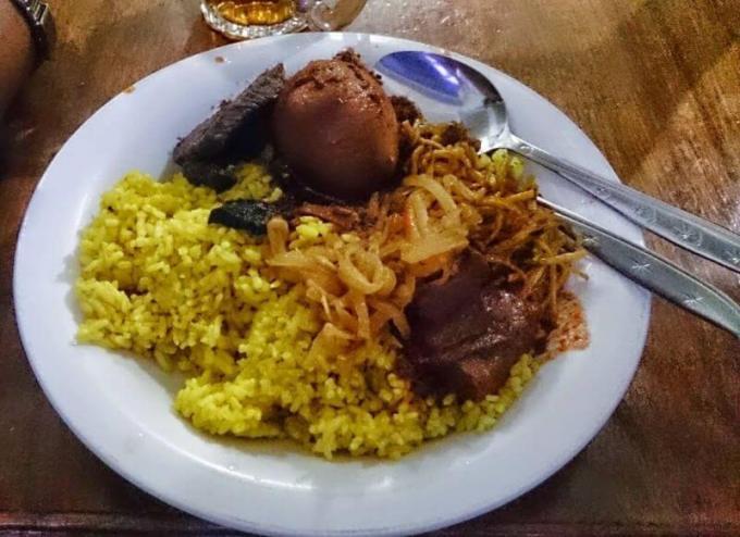 Makanan Khas Sulawesi Selatan Nasi Kuning Riburane