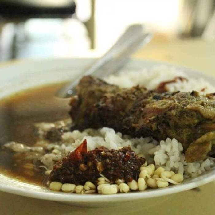 makanan khas pasuruan - rawon sate komoh