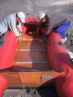 インフレータブルボート組み立て