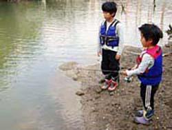 ダム湖でバス釣り