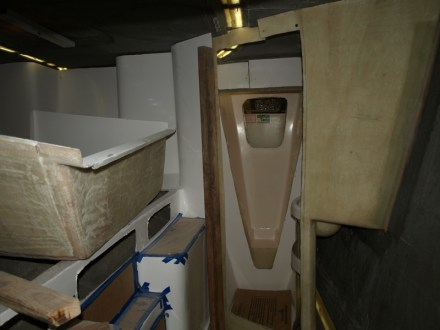 Starboard cabin with second bathroom