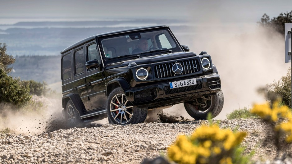 Mercedes-AMG G 63, obsidian black metallic, AMG Exclusive nappa leather macchiato beige/ espresso brown. Kraftstoffverbrauch kombiniert: 13,1 l/100 km; CO2-Emissionen kombiniert: 299 g/km // Mercedes-AMG G 63, obsidian black metallic, AMG Exclusive nappa leather macchiato beige/espresso brown. Fuel consumption combined: 13.1 l/100 km; Combined CO2 emissions: 299 g/km.