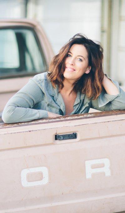 Millennial Moment   Annie Tevelin – Skin Owl