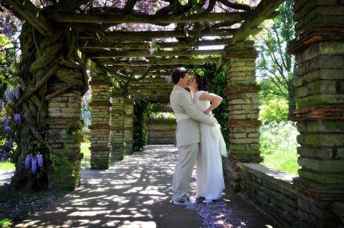 Kissing_under_wisteria_after_tudor_barn_wedding