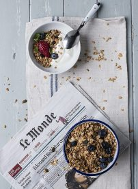 Yogur con granola: un snack saludable
