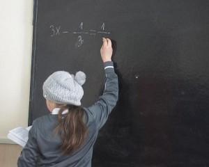 elev la ora de matematica la tabla