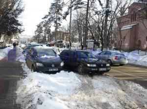masini parcate pe strada Marchian din Botosani