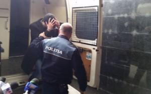 barbat retinut de politie- catuse- arest- Botosani
