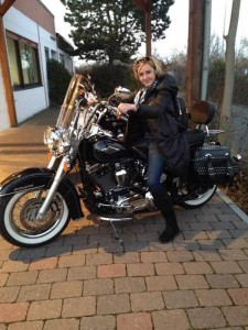 sinziana secrieru pe motocicleta