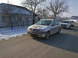 talharie vlasinesti masina politie in fata unei case