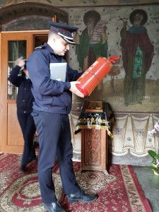 pompieri in biserici