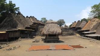 Alun-alun desa Bena