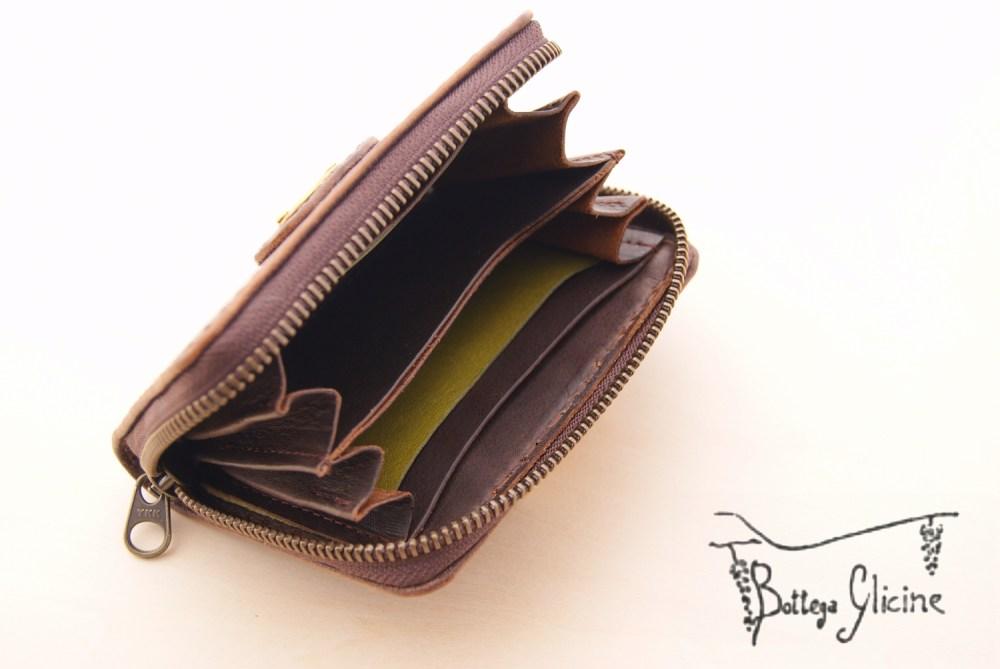 焦げ茶の財布