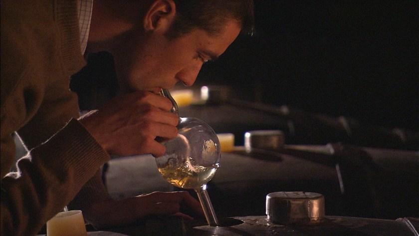 Winzer Leo Alzinger im Weinkeller vom Weingut Alzinger