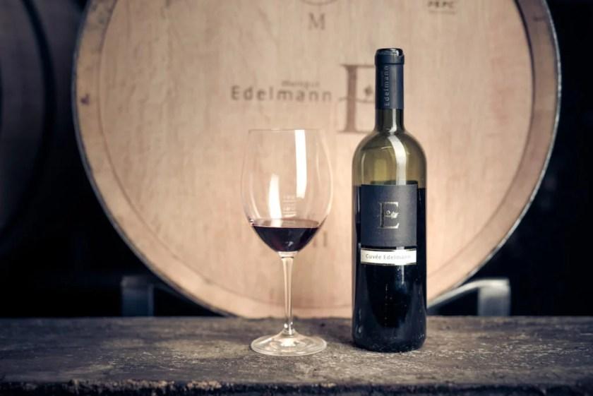 Nahaufnahme des Weins Cuvée Edelmann vom Weingut Edelmann im Carnuntum