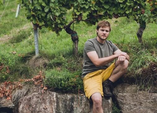 Winzer Johannes Gross im Weingarten