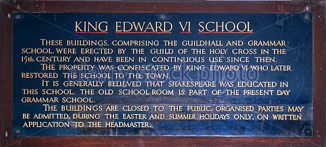 notice-board-outside-king-edward-vi-school-stratford-upon-avon-warwickshire-cwg5t8