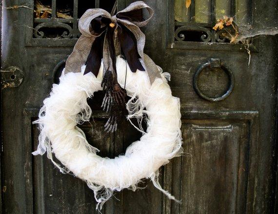 Mummy's Tomb Wreath from thechicadeeshop | Halloween 2018 | Bottom Left of the Mitten