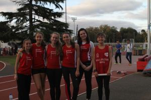 Les filles juste avant la dernière épreuve, le 4*60m