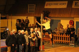 Le saut du vainqueur par dessus les VIP!