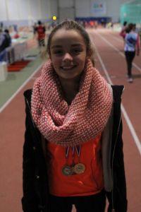 Clara avec une médaille de chaque métal!