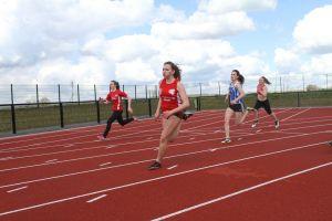 Justine et Léa sur 200m