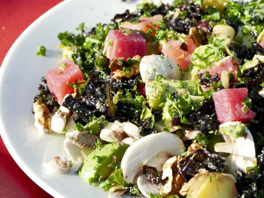découvrez 4 recettes alcalinisantes à base de chou Kale et ses fabuleux atouts santé pour notre équilibre acido-basique.