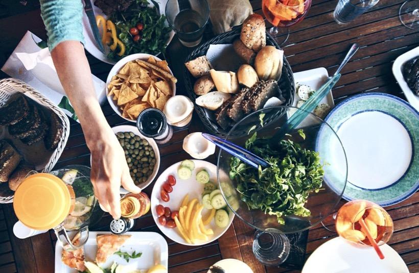 Découvrez 18 idées recettes alcalines de crudités de saison et les raisons d'en manger pour la santé.