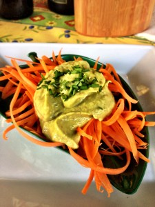 Salade de carottes, sauce à l'avocat et chipotle