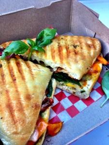Sandwich à la merguez et légumes grillés