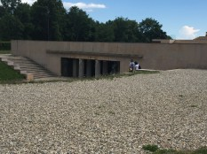 La crypte renfermant un ossuaire de 12000 soldats inconnus de la 1ère guerre mondiale