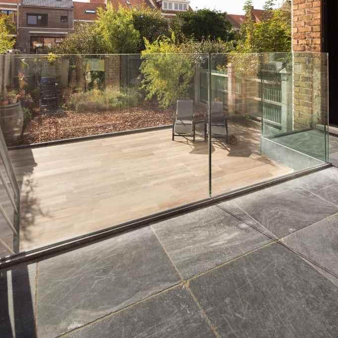 Terras met natuursteen tegels - Leisteen - XXL natuursteen tegels - Grote platen natuursteen op terras - West-Vlaanderen