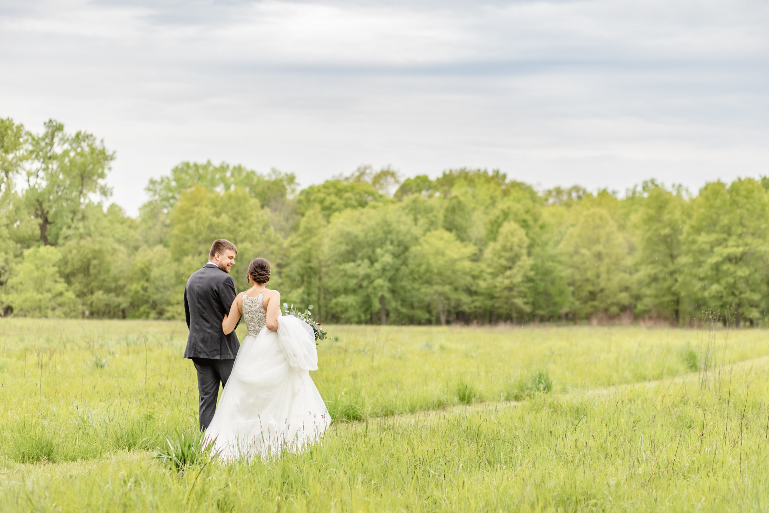 bride and groom, rainy, field,  southern illinois photography