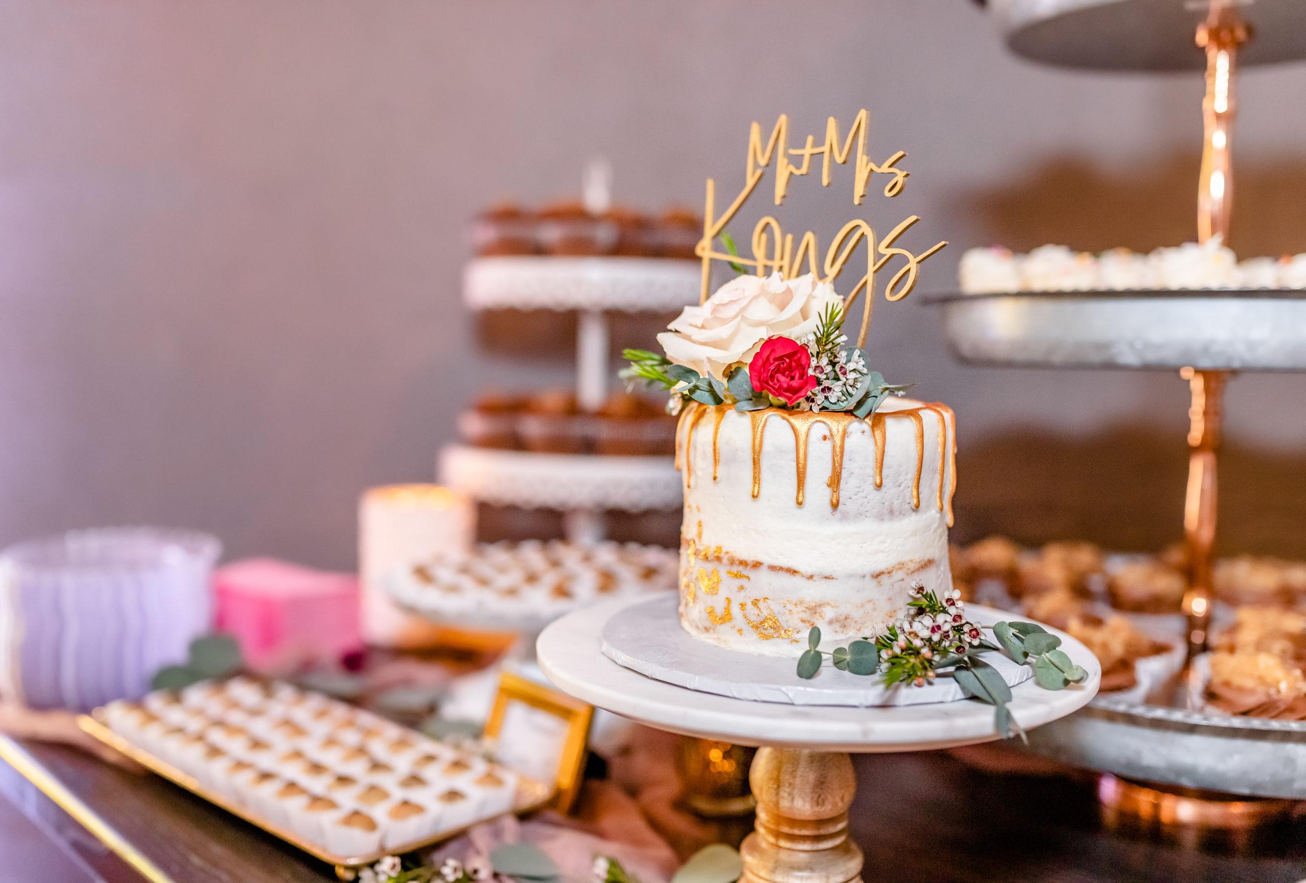 Wedding cake, wedding topper with last name