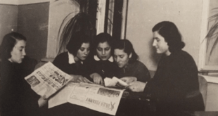 Girls Reading Yiddish and Polish newspapers, Pinsk 1930s
