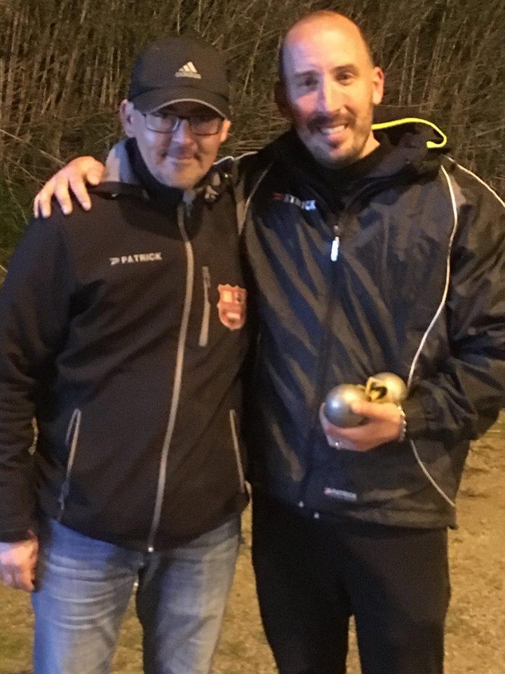 Laurent Andréoli, licencié de la BSB, Champion de Haute-Corse individuel 2018 en compagnie de notre président JF.Pronesti (frigorifié mais heureux)