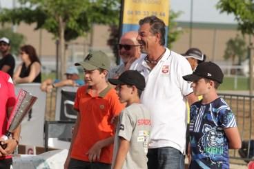 Les arrières petits enfants Luiggi à l'œuvre lors de la remise des trophées entourés par leur grand-père Noel Luiggi.